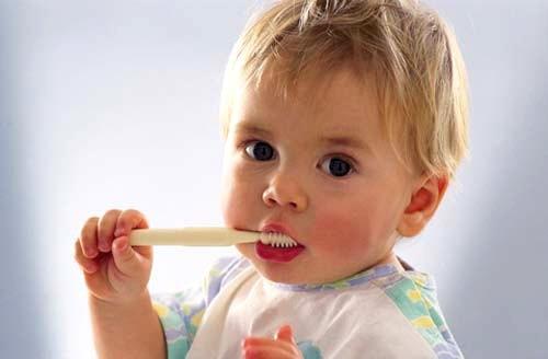 Научим деток чистить зубки правильно