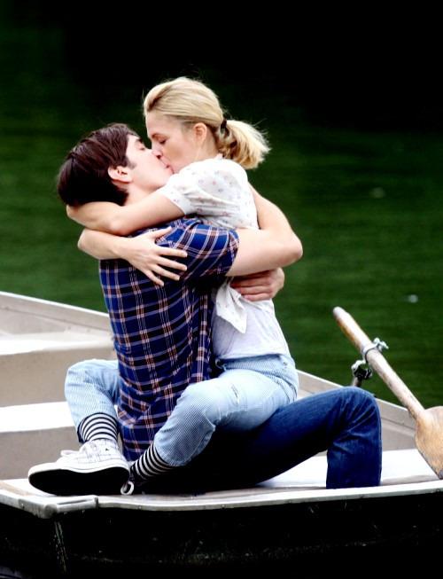 Когда можно начинать целоваться?
