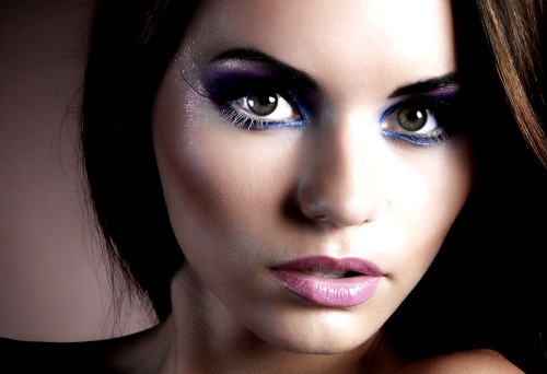 Как правильно сделать макияж обладательнице карих глаз?