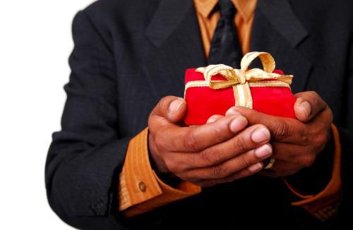 Какие подарки дарить мужчинам