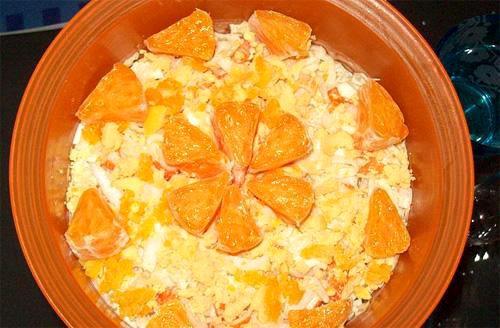 Салат сырный с апельсинами