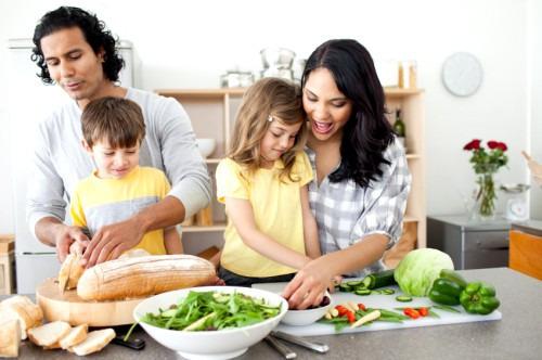 Приучаем семью питаться правильно