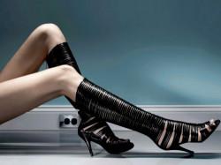 Высокие сапожки украшают ножки