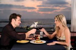 Счет пополам или должен ли мужчина платить за вас на первом свидании?