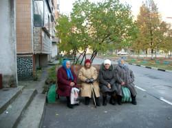 Как оставаться в ладах с подъездными бабушками?