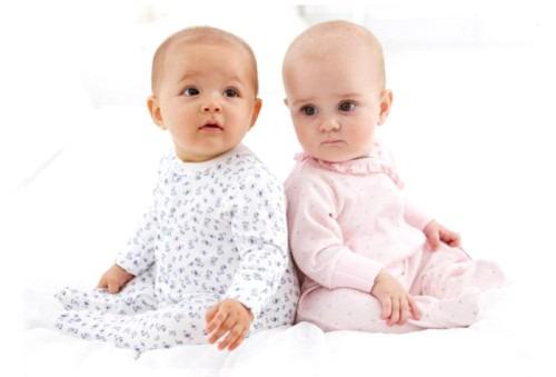 Минимальный и необходимый набор одежды в первый месяц жизни новорожденного