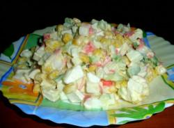 Аппетитный крабовый салат с огурцом