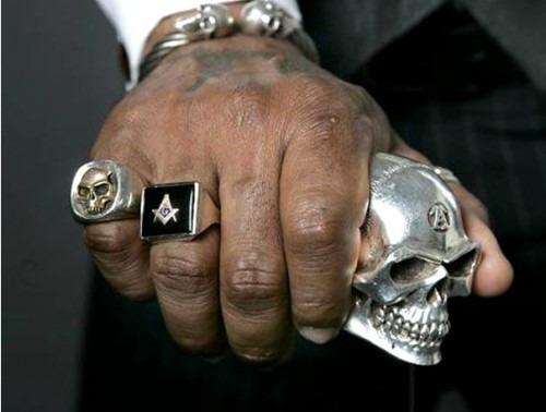 Золотые кольца-печатки – идеальное украшение для мужчин