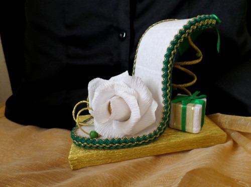 Композиция из конфет: сладкая туфелька