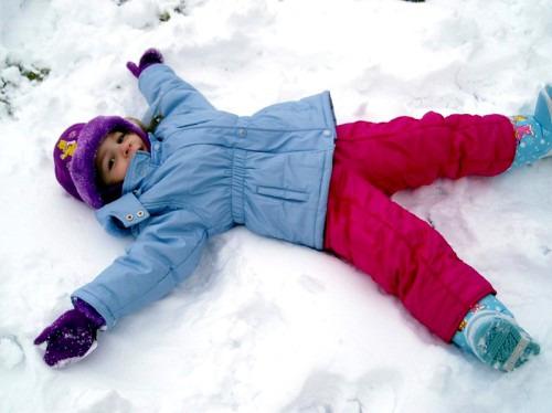 Как гулять с ребенком в любую погоду: рекомендации для детского гардероба