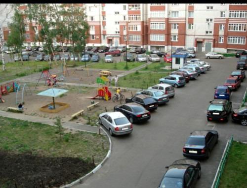 Правильная парковка во дворе