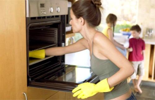 Как отмыть духовку и противень легко и быстро