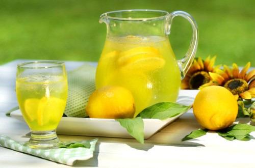 Полезный лимонный напиток