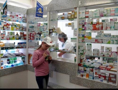 Дети в аптеке