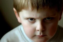 Ребёнок агрессивный: что делать? Советы психологов