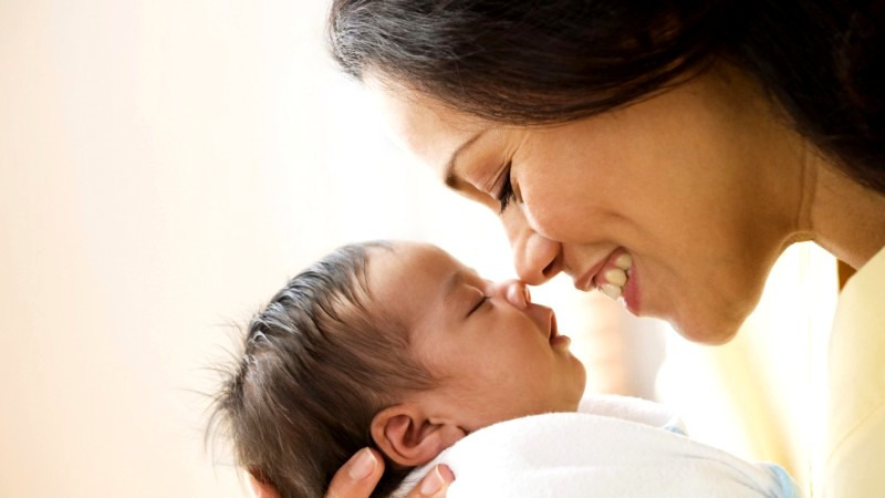 Первые дни после роддома: как ухаживать за малышом